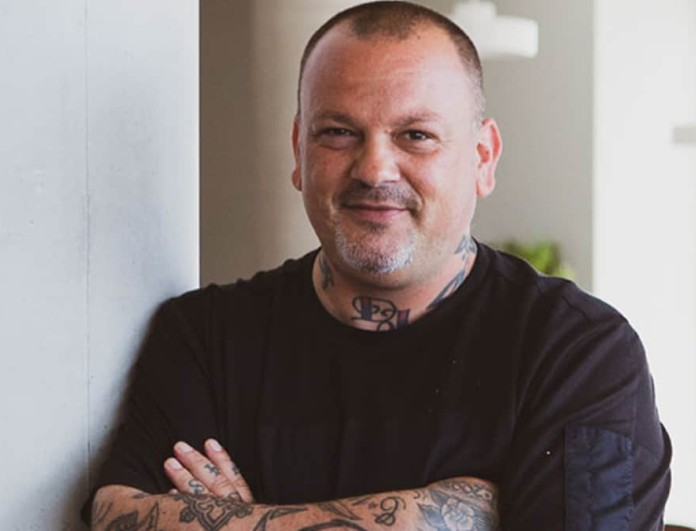 Δημήτρης Σκαρμούτσος: «Δεν αισθάνομαι ασφαλής στην κουζίνα με ανεμβολίαστους συναδέλφους μου»