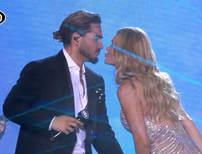 Mad VMA: Φιλήθηκαν στο στόμα Χρήστος Μάστορας - Νατάσα Θεοδωρίδου