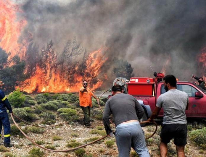 Φωτιά στις Πετριές στη νότια Εύβοια - Κοντά σε οικισμό
