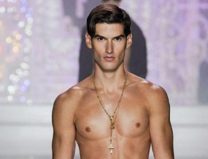 Σαρώνει στην πασαρέλα της Dolce & Gabbana ο Αιμιλιάνο Μάρκου - Με πλατίνα μαλλί
