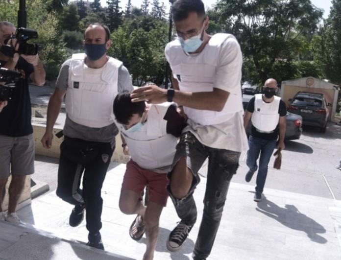 Φονικό στην Δάφνη: Πήγε τον γιο του στην προπόνηση, γύρισε σπίτι και έκοψε το λαιμό της γυναίκας του