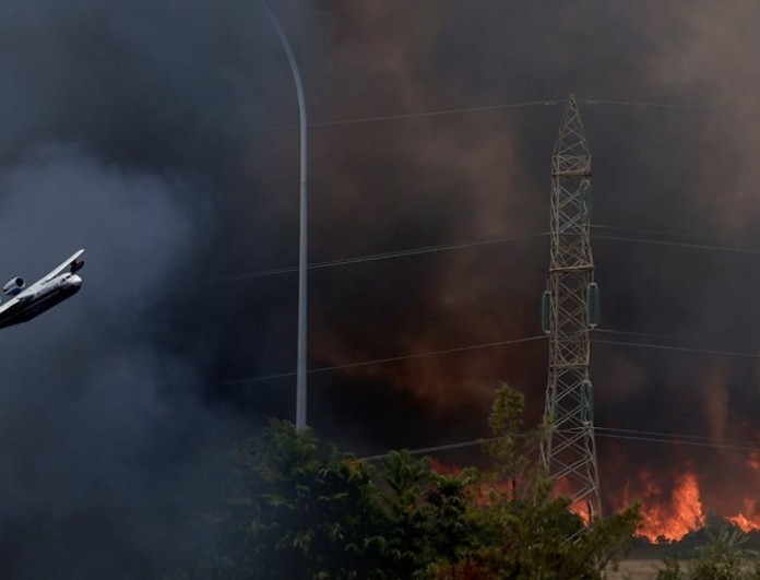 Φωτιά στην Βαρυμπόμπη: Αναχωρεί ομάδα πυροσβεστών από την Κύπρο