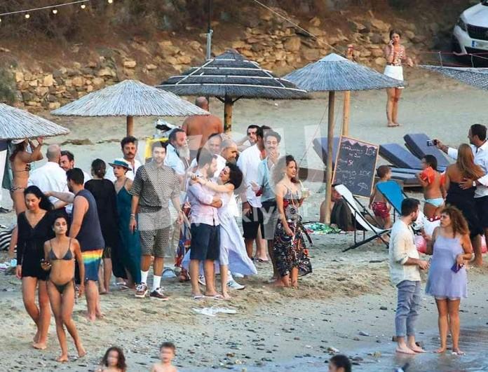 Γκοτσόπουλος και Κίτσου μαζί στον γάμο της Μιχαλάκη - Με βεραμάν φόρεμα η