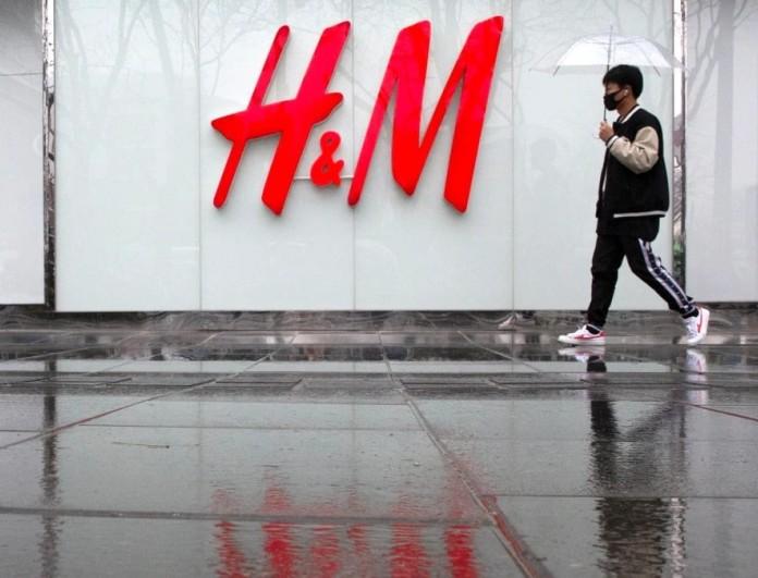 Το απόλυτο λευκό φόρεμα στα H&M - Βγαίνει σε άλλα τρία χρώματα
