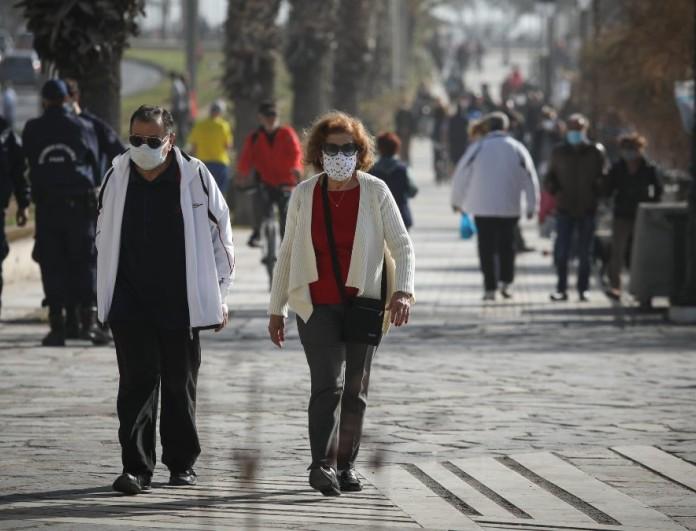 Κορωνοϊός: Δωρεάν δύο self tests στους ανεμβολίαστους που γυρνάνε από τις διακοπές