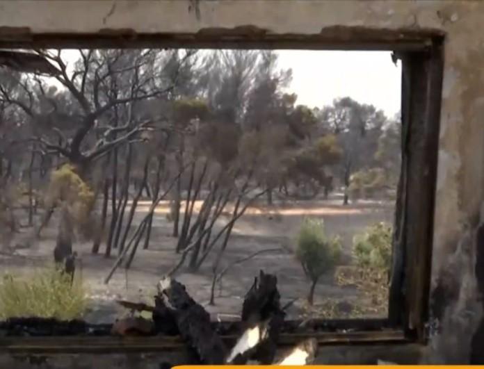 Φωτιά στην Βαρυμπόμπη: Συγκλονίζουν οι εικόνες από τα σπίτια των πυρόπληκτων