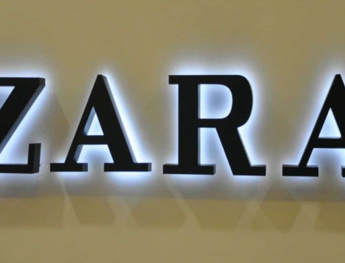 Το φόρεμα των Zara για τον δεκαπενταύγουστο - Μπλε με ανοιχτή την πλάτη