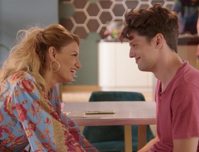 Άσε μας ρε μαμά (21/9): Η Ρωξάνη συναντάει για πρώτη φορά τον Δημήτρη