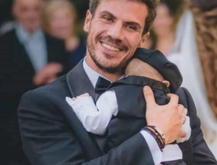 Η ανάρτηση του Άκη Πετρετζίκη με των τεσσάρων μηνών γιο του στη δουλειά