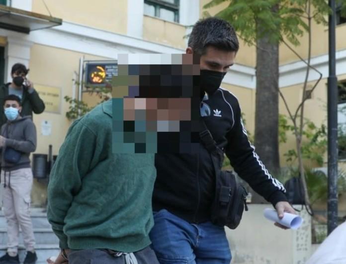 Έγκλημα στο Αιγάλεω: Για ανθρωποκτονία με δόλο κατηγορείται ο 20χρονος που σκότωσε την μητέρα του