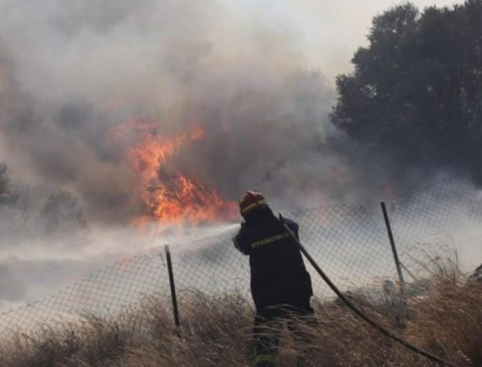 Φωτιά σε Ανατολική Μάνη και Αστερέικα Αμαλιάδας