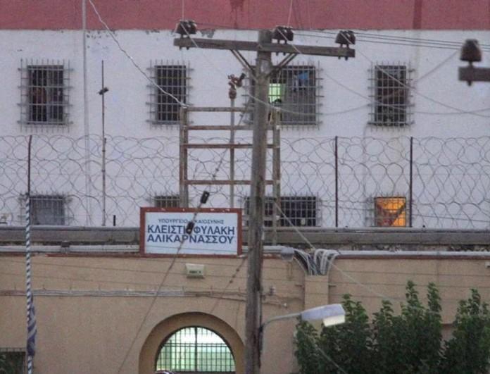 Φωτιά στις φυλακές Αλικαρνασού - Στην εντατική τρεις κρατούμενοι