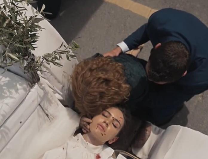 Η γη της ελιάς: Η Στέλλα κεράτωνε τον Μάνο - Το παιδί που είχε στην κοιλιά της ήταν του...