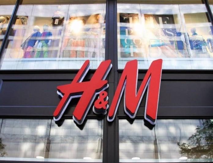 Κοστίζει κάτω από 30 ευρώ - Το φόρεμα σαν πουκάμισο των H&M που ξεπουλάει σαν τρελό