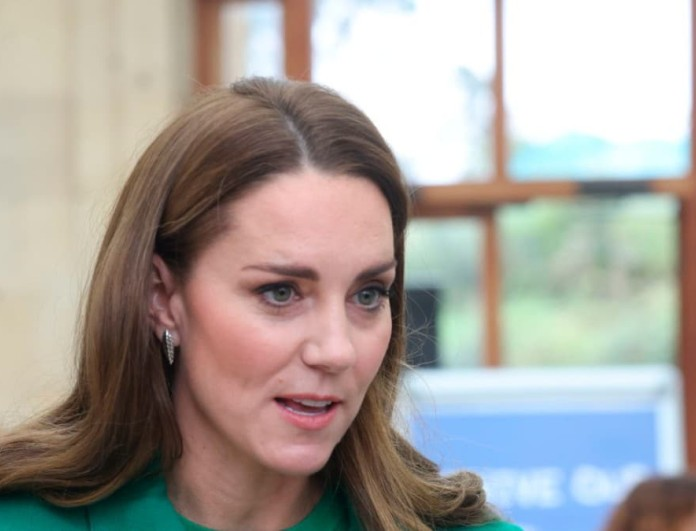 Sold out στα Zara το πράσινο πουλόβερ της Kate Middleton - Νούμερο ένα trend του χειμώνα