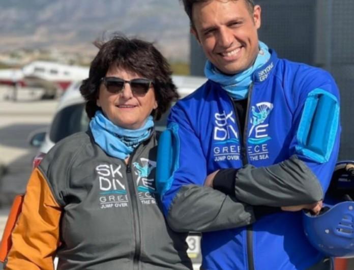 Ελένη: Πιο ατρόμητη από ποτέ η μητέρα του Σάββα Πούμπουρα - Έκανε ελεύθερη πτώση από τα 10.000 μέτρα
