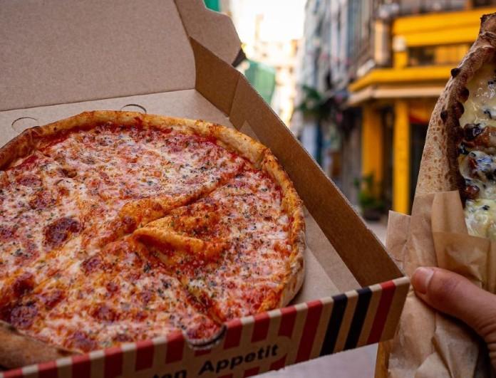 Μπουκιά και οργασμός - Ζουμερές πίτσες και πεϊνιρλί στο χέρι σε αυτό το μαγαζί της Αθήνας