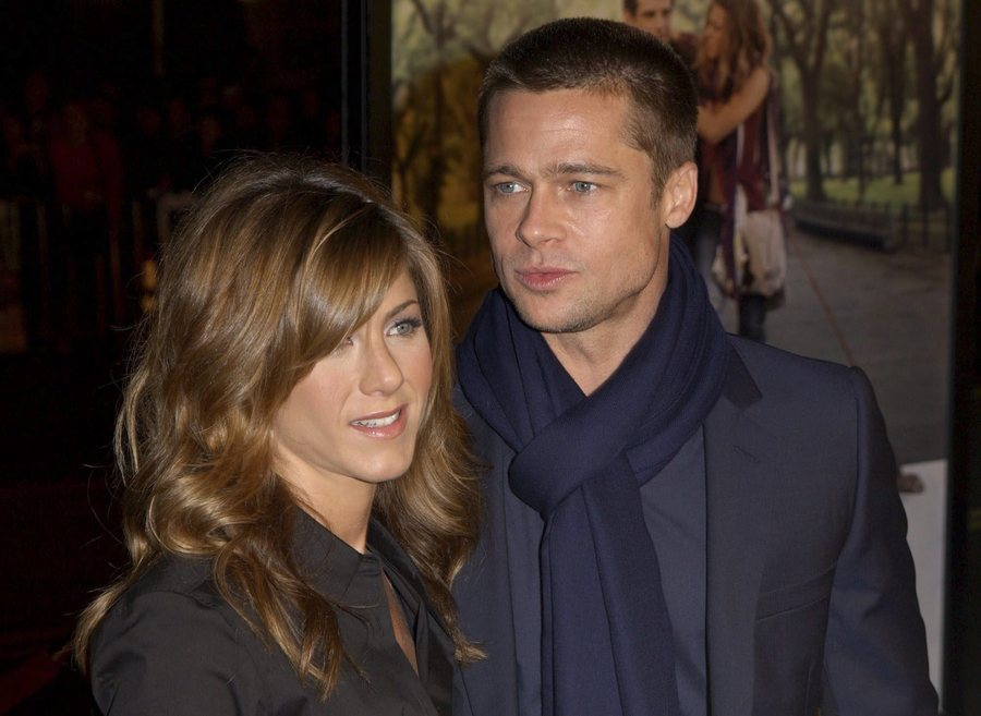epa000342690 (FILES) Picture dated 12 January 2004 shows US Actress Jennifer Aniston and her husband Actor Brad Pitt attending the Universal Pictures World Premiere of 'Along Came Polly' at the Grauman's Chinese Theater in Hollywood. The four-year celebrity marriage of actors Brad Pitt and Jennifer Aniston has ended, the Cable News Network reported late Friday, 07 January 2005, citing a spokesperson for the couple.  EPA/DEBBIE VANSTORY
