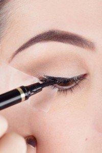 elle-beauty-liquid-eyeliner-3-v-31286101-xln1-200x300