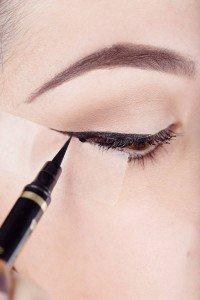 elle-beauty-liquid-eyeliner-3-v-31286101-xln2-200x300