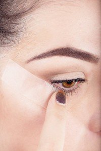 elle-beauty-liquid-eyeliner-4-v-41076734-xln-200x300