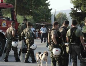 Χάος και χημικά στην Μαλακάσα στη διαμαρτυρία για τις δομές μεταναστών