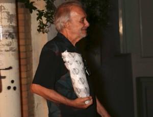 Σπάνια βραδινή έξοδος για τον Ανδρέα Μικρούτσικο - Στο πλευρό του η σύντροφός του