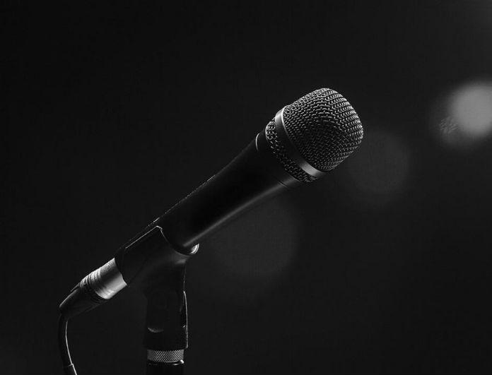 Αποκάλυψη: Αυτός είναι ο τραγουδιστής που ο αδελφός του καταδικάστηκε σε ισόβια (Photos)