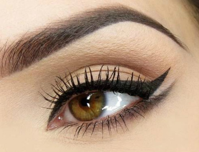 Γυναίκες, δώστε μεγάλη προσοχή: Αυτό είναι το τρελό κόλπο για να κάνεις τέλεια γραμμή eyeliner με τη βοήθεια... (Photos)