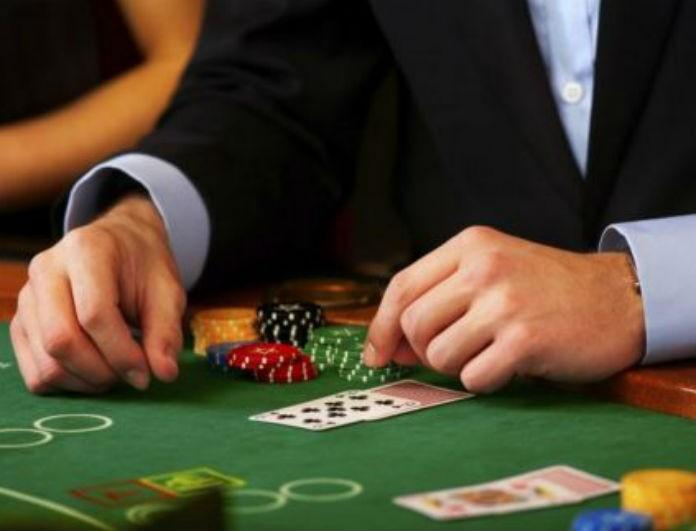 Που βγαίνει με έναν εθισμένο στο πόκερ