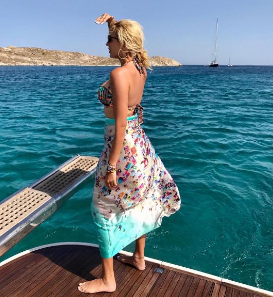 Μετά την αποχώρηση της Κωσταντίνας Σπυροπούλου από τον Alpha λιώνει στις  διακοπές. Οι φωτογραφίες της που έχουν βομβαρδίσει το Instagram a2219167c06