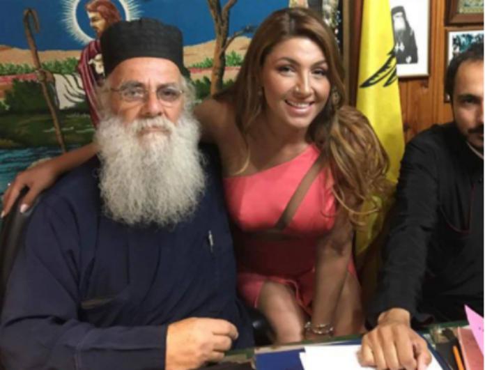 Αντιδράσεις για το φόρεμα της Έλενας Παπαρίζου στο γάμο στη Λέσβο! Τι λέει ο ιερέας που τέλεσε το μυστήριο! (βίντεο)