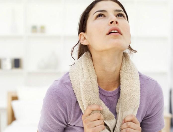 Ιδρώνεις συνέχεια; Μάθε που οφείλεται και πώς να το περιορίσεις για να μην νιώθεις άβολα