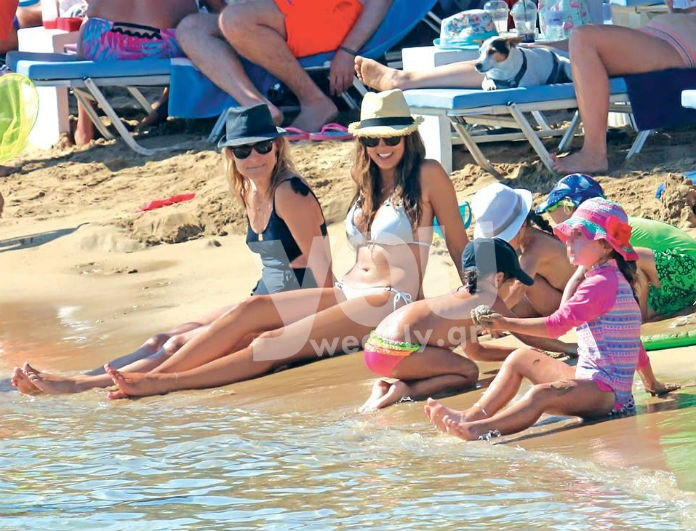 Σταματίνα Τσιμτσιλή: Παιχνίδια στην θάλασσα με τις κόρες της λίγο πριν την επιστροφή στην τηλεόραση (Photos)