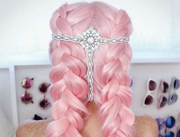Θέλεις να βάψεις τα μαλλιά σου ροζ; Μαζί σου! Αυτά είναι που πρέπει να ξέρεις.