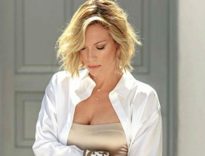 Λαμπερή πρεμιέρα για τη Βίκυ Καγιά και το Shopping Star: Τι φόρεσε για να καλύψει τη φουσκωμένη κοιλίτσα της;