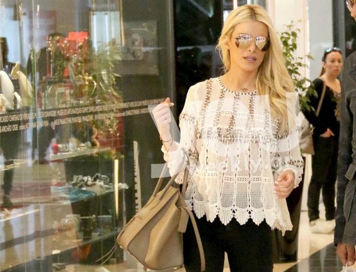 Μόνο στο Youweekly.gr: Πώς μπορείς να αντιγράψεις το απόλυτο casual look με sneakers της Κατερίνας Καινούργιου