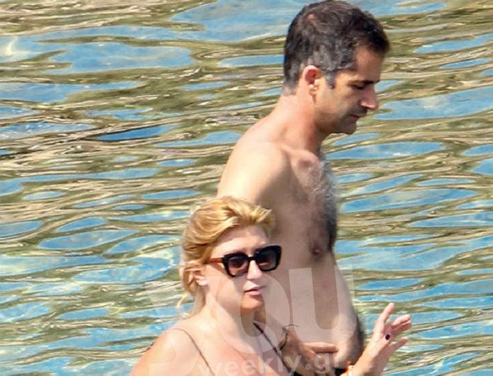 Σία Κοσιώνη - Κώστας Μπακογιάννης: Παθιασμένα φιλιά στην παραλία στον 8ο μήνας εγκυμοσύνης! Αποκλειστικές φωτογραφίες...