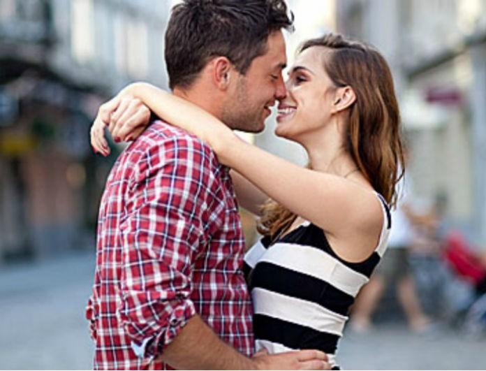Πώς να ξέρετε αν ο τύπος που βγαίνετε θέλει μια σχέση
