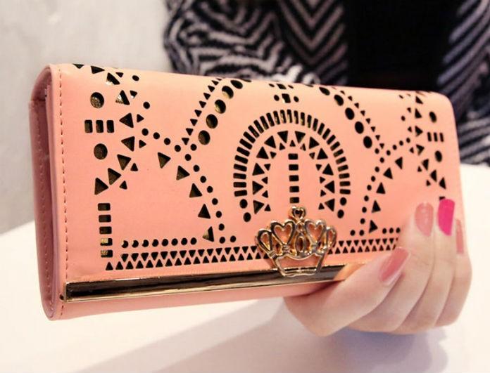 Το πιο glam rock πορτοφόλι κοστίζει λιγότερο από 8 ευρώ κι αν το δεις θα λιώσεις
