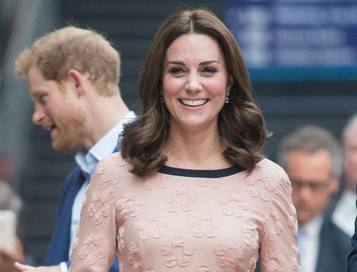 Η Kate Middleton με φουσκωμένη κοιλίτσα! Η φωτογραφία που κάνει τον γύρο του διαδικτύου!