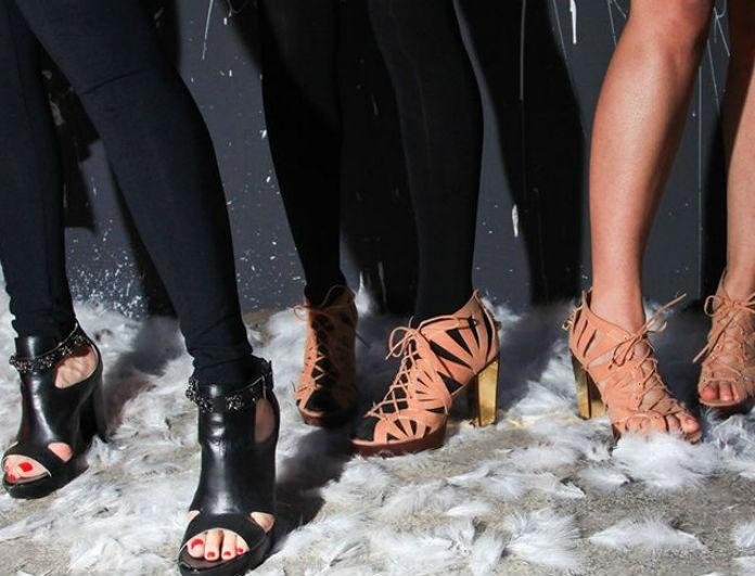 Τελικά φοράμε πέδιλα το χειμώνα; Η απάντηση στο αιώνιο δίλημμα που μας απασχολεί όλες!
