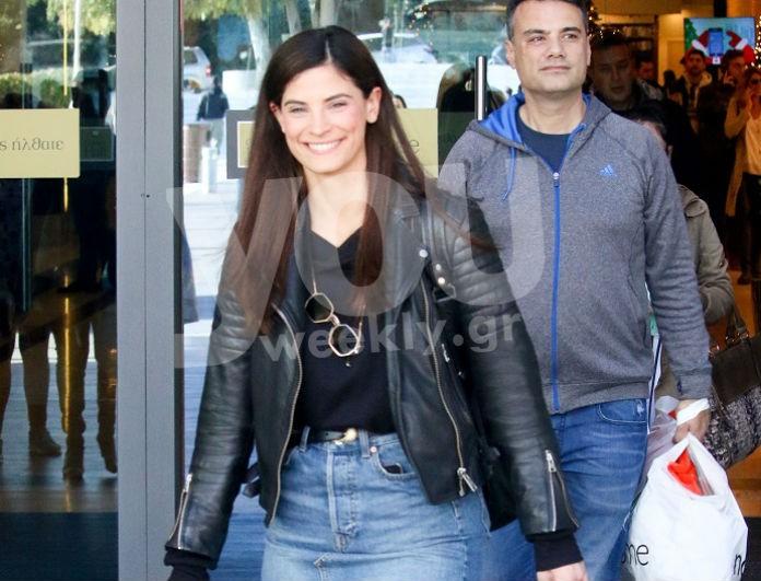 Η απόλυτη τζιν φούστα βρίσκεται στα H&M και την φόρεσε η Χριστίνα Μπόμπα! Το Youweekly.gr βρήκε πόσο κοστίζει...