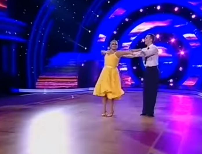 969fcadbdb6 DWTS: Καταχειροκροτήθηκε η Χριστίνα Λαμπίρη στον πρώτο της χορό! Δείτε το  βίντεο και θα καταλάβετε το γιατί.