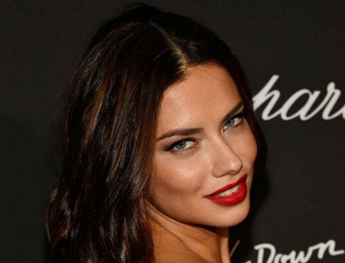 Αυτό είναι το πιο sεxy και τολμηρό μακιγιάζ για φέτος! Η beauty editor του Youweekly.gr σου προτείνει 4 βήματα για να το πετύχεις