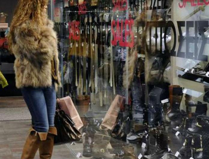 Ξεκινούν οι χειμερινές εκπτώσεις στα καταστήματα! Ποιες Κυριακές θα είναι ανοιχτά; Όλα όσα πρέπει να γνωρίζετε...