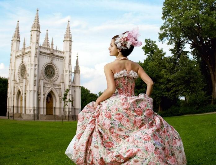 Μια σύγχρονη σταχτοπούτα: Συνεχίζουν οι γυναίκες να περιμένουν τον πρίγκιπα του παραμυθιού;