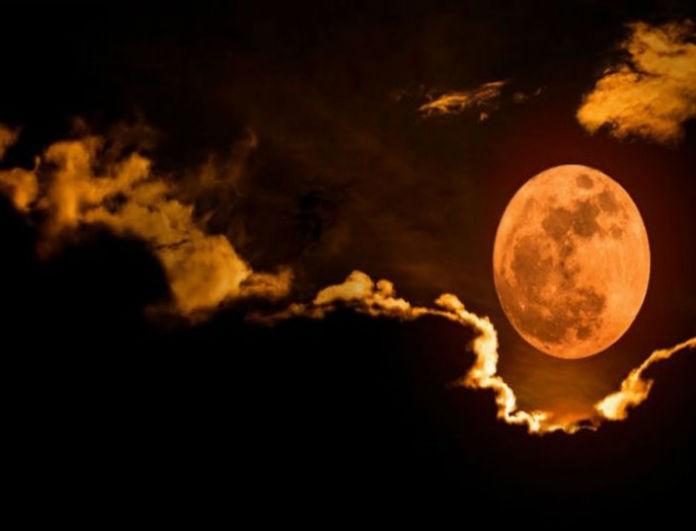 """Μαύρος Φλεβάρης γι αυτά τα 3 ζώδια: Το """"ματωμένο φεγγάρι"""" θα λαβώσει τη ζωή σας ανεπανόρθωτα!"""
