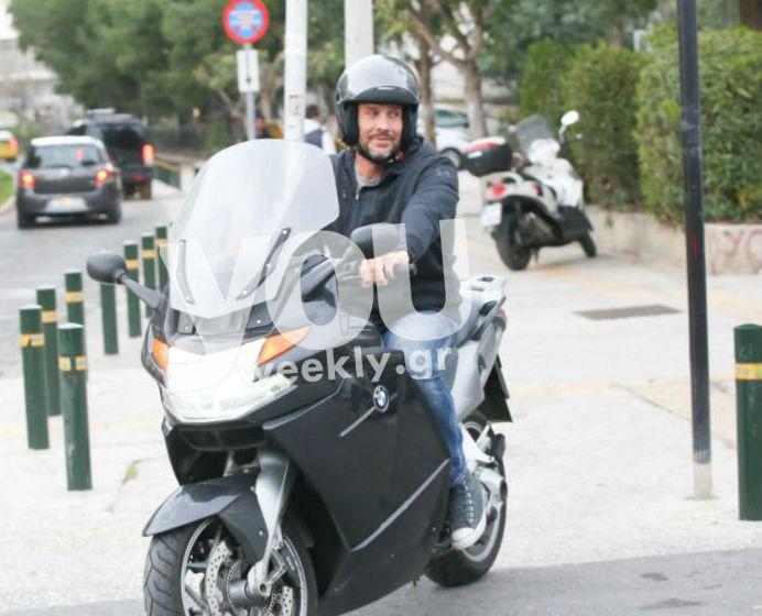 Αποκλειστικές φωτογραφίες: Ο Κώστας Κοκκινάκης βόλτα με τον έρωτα του!
