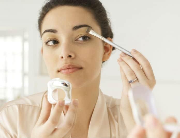 Κάνε το μακιγιάζ σου να διαρκέσει περισσότερο! Το έξυπνο tip που κάνουν όλοι οι μακιγιέρ αλλά δεν το λένε...
